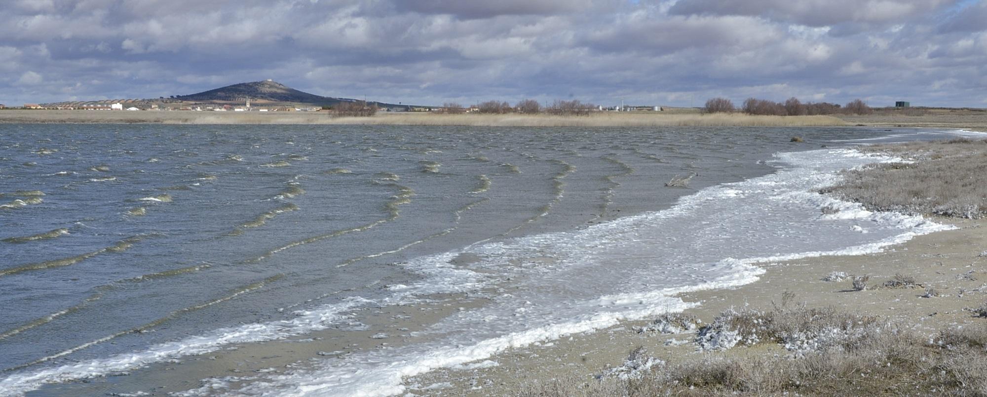 Laguna del Longar, junto al pueblo de Lillo