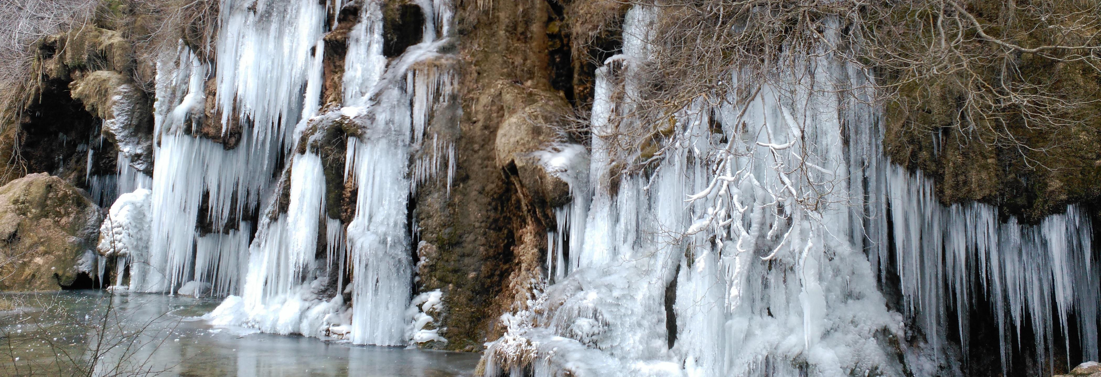 Cascada helada en enero