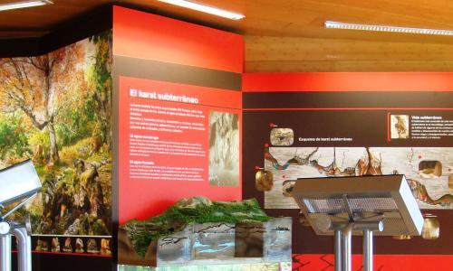 Interior centro de interpretación de Yeste