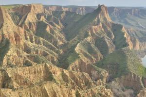 Panorámica del Pico Cambrón y la erosión de su base en forma de cárcavas