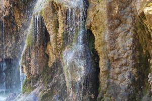La cascada en primavera