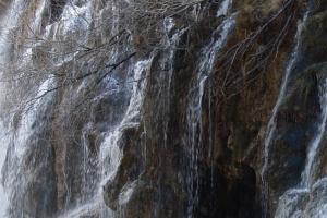 La cascada tras la lluvia en invierno